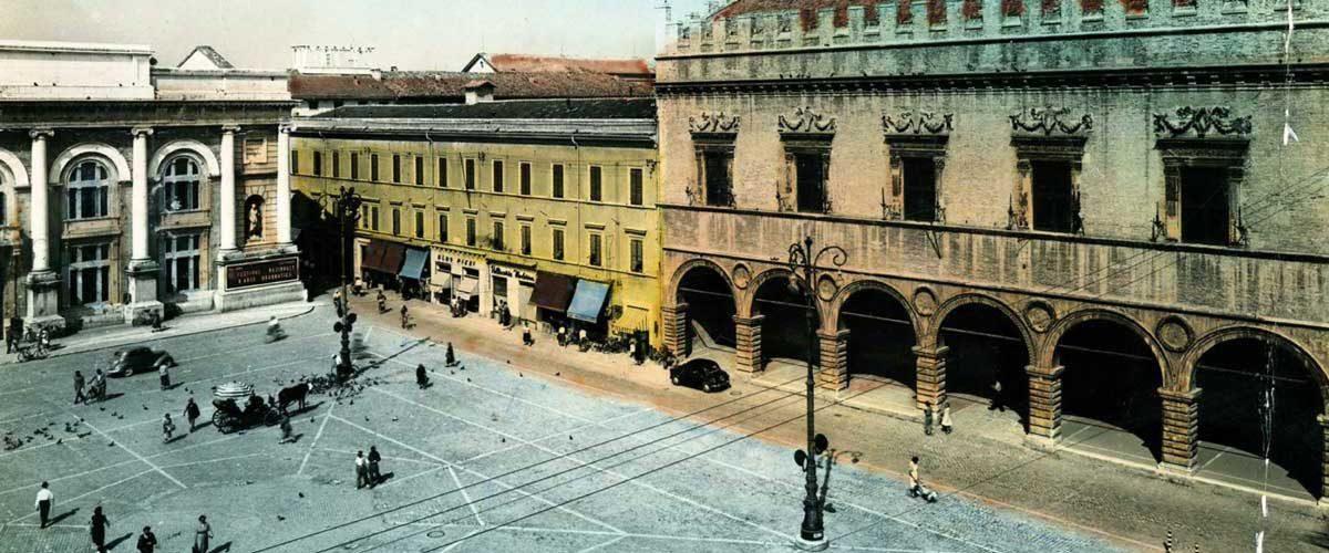 Pesaro-piazza-del-Popolo-1955-Cristina-Ortolani
